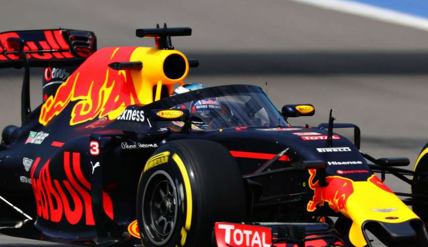 Daniel Ricciardo Red Bull RB12 TAG Heuer Russia GP F1 2016 with aeroscreen 2