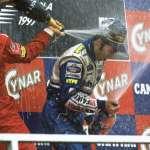 Heinz-Harald-Frentzen-Michael-Schumacher-and-Eddie-Irvine-San-Marino-GP-Imola-F1-1997-podium-ceremony-Foto-WIlliams