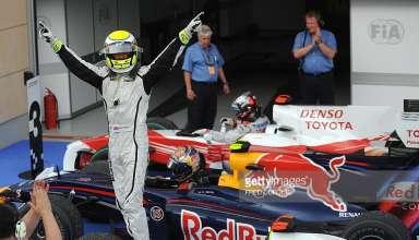 Jenson Button Brawn Mercedes BGP001 celebrates victory on car in parc ferme Bahrain GP F1 2009 Foto F1Fanatic