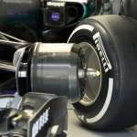 Mercedes-W07-Hybrid-China-GP-F1-2016-garage-without-front-tire