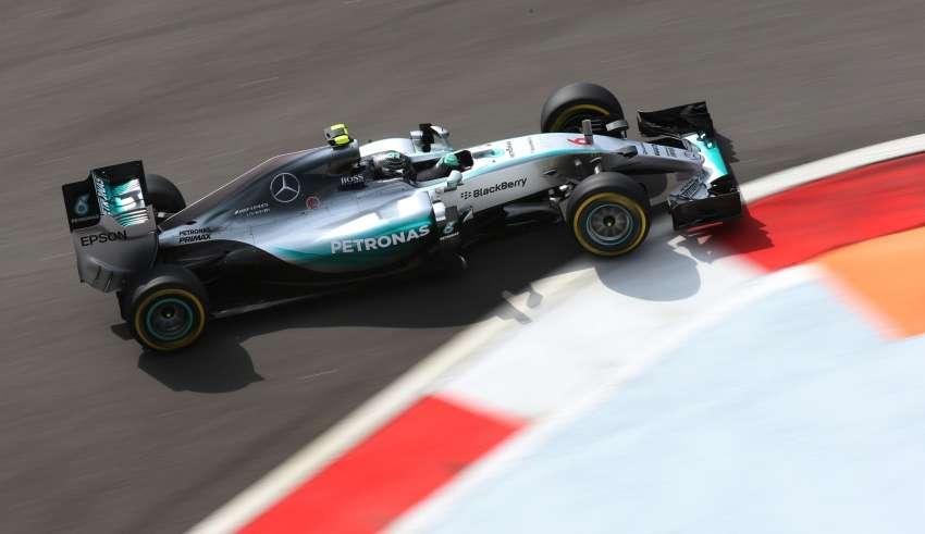 Nico Rosberg Mercedes W07 Hybrid Russia F1 Sochi 2015 Foto Mercedes
