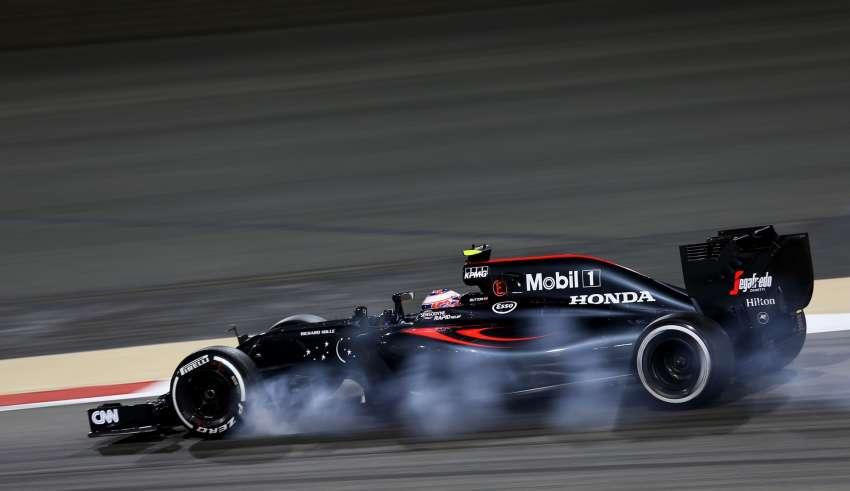 Stoffel Vandoorne McLaren Honda MP4-31 Bahrain GP F1 2016 FP2