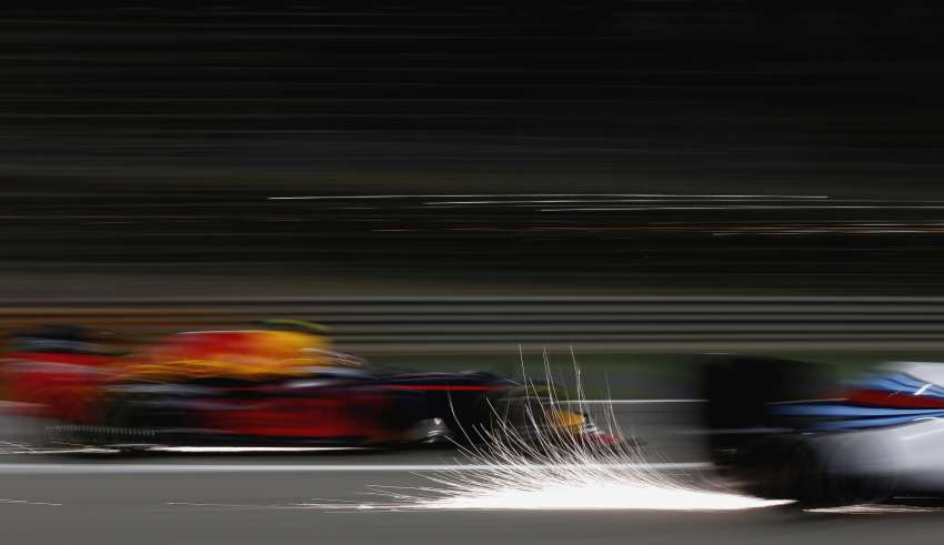 Williams Mercedes FW38 Red Bull TAG Heuer RB12 sparks Bahrain F1 2016 Foto Williams