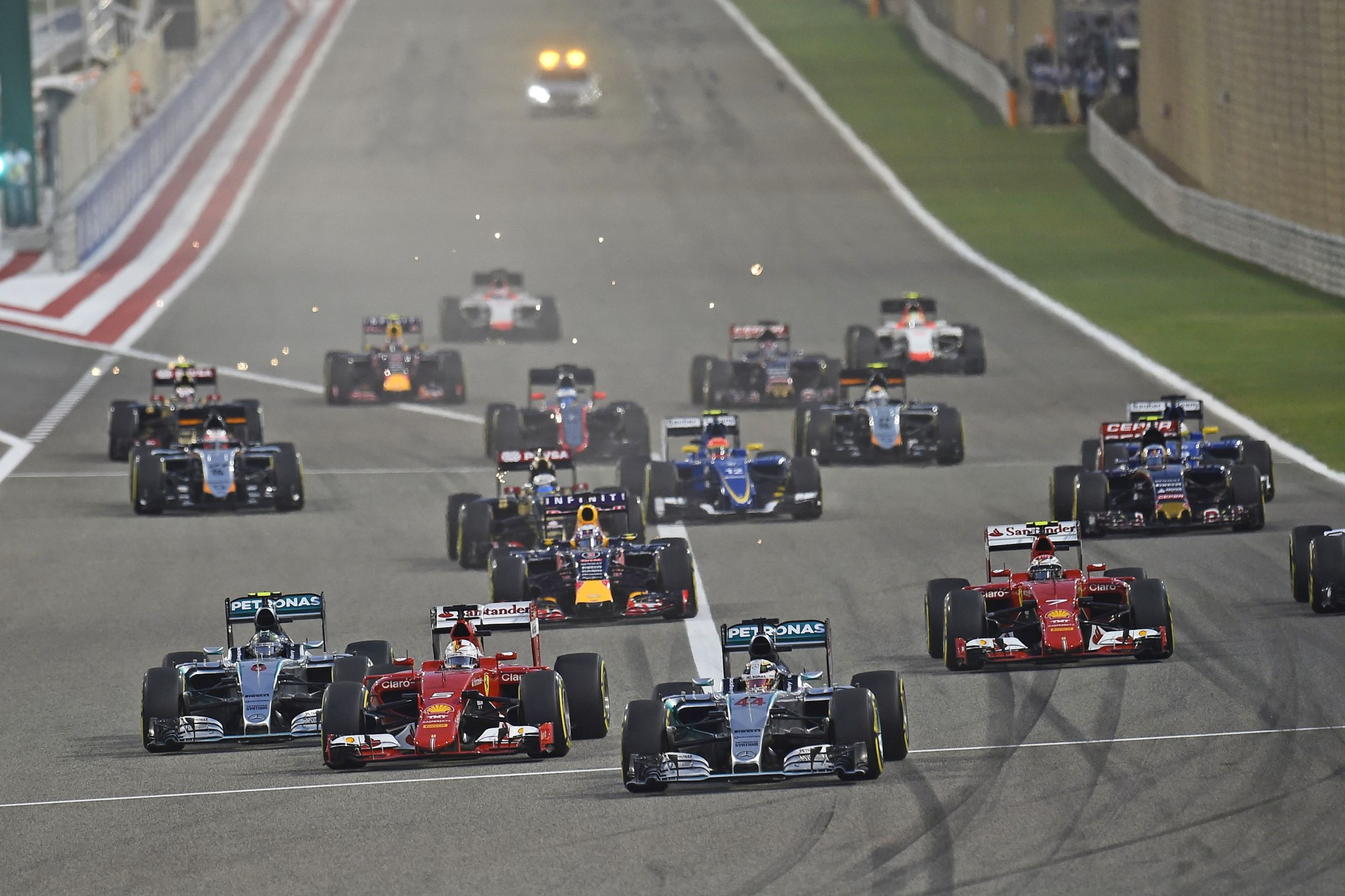 bahrain-f1-2015-start of the race