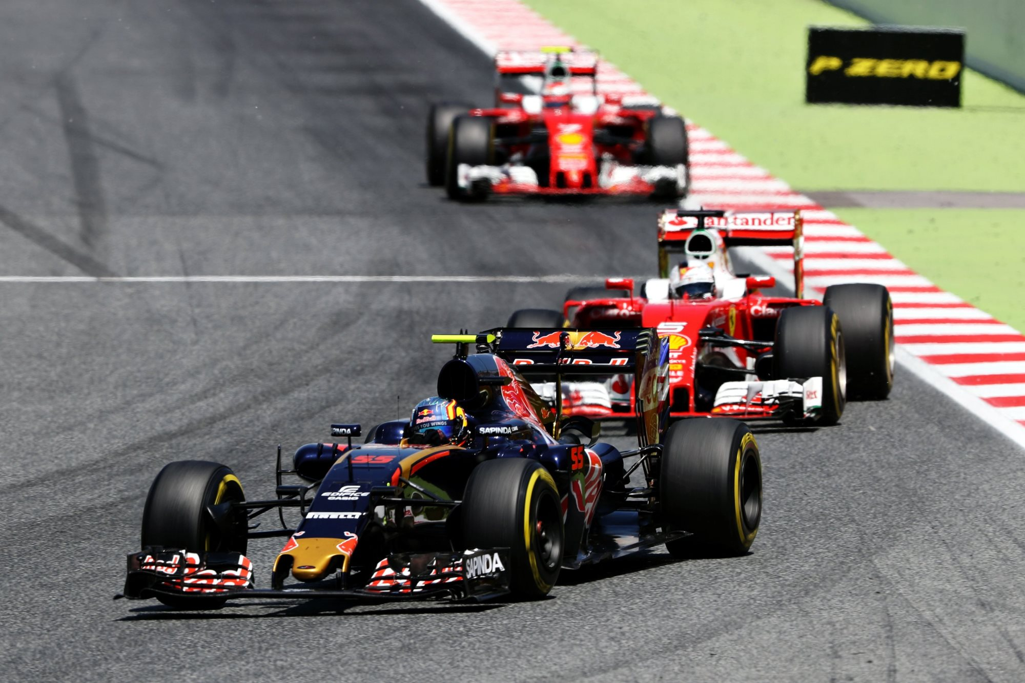 Carlos Sainz Toro Rosso Ferrari STR11 leads Vettel and Raikkonen in Ferrari SF16-H Spain GP F1 2016 Foto Red Bull