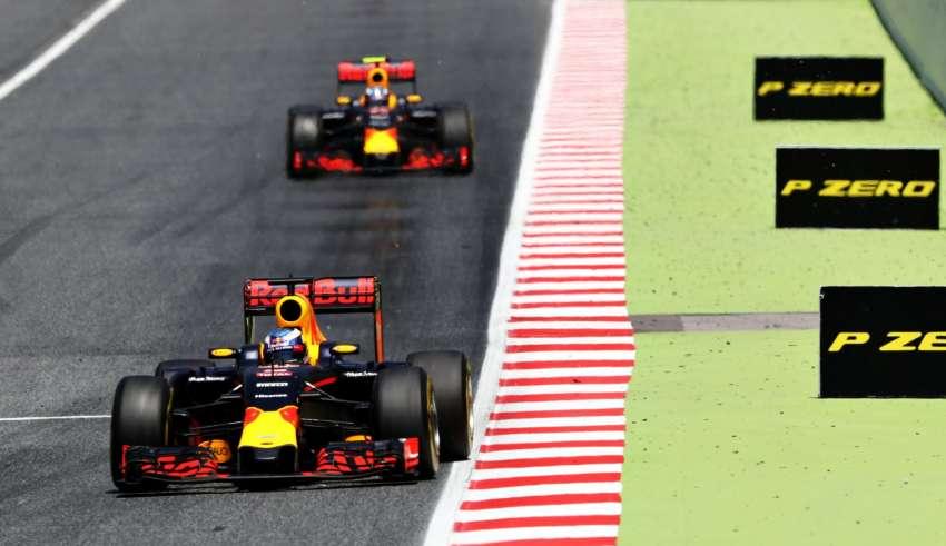 Daniel Ricciardo and Max Verstappen Red Bull RB12 TAG Heuer Spanish GP F1 2016 Foto Red Bull