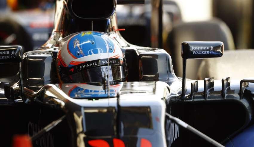 Fernando-Alonso-McLaren-Honda-MP4-31-Spain-GP-F1-2016-helmet-close-Foto-McLaren