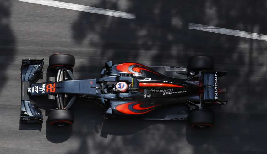 Jenson Button McLaren Honda MP4-31 Monaco GP F1 2016 top view Foto McLaren
