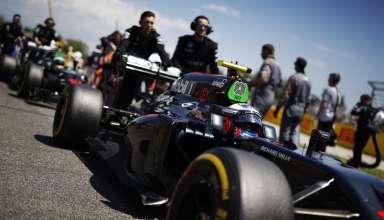 Jenson Button McLaren Honda MP4-31 Spain GP Barcelona pushed on the grid F1 2016 Foto McLaren