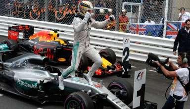 Lewis Hamilton Mercedes W07 Hybrid Monaco GP F1 2016 post race parc ferme celebration Foto Pirelli