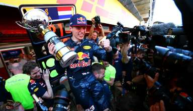 Max Verstappen Red Bull TAG Heuer RB12 celebration eith team Spain GP F1 2016 Foto Red Bull