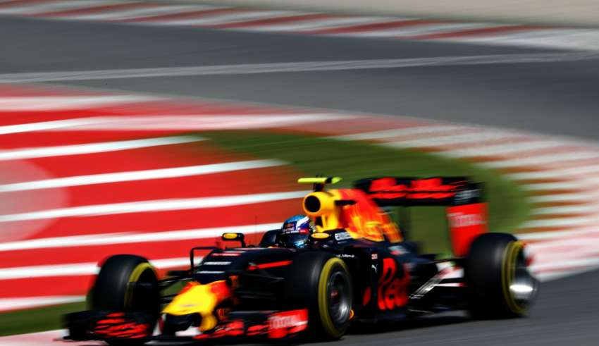 Max Verstappen Red Bull TAG Heuer RB12 final corner Spain GP F1 2016 Foto Red Bull