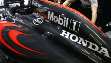 McLaren Honda MP4-31 engine cover in garage Foto McLaren