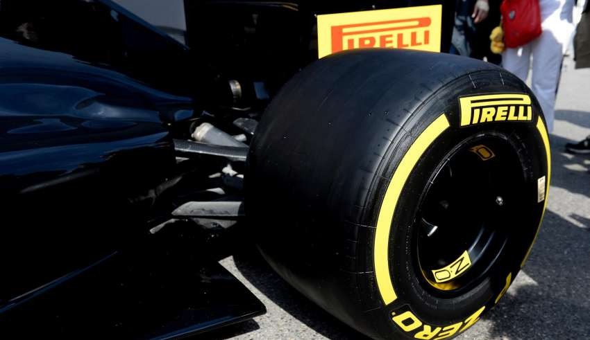 Pirelli F1 2017 car and tyres