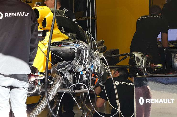Renault RS16 rear end under cover Spain GP Barcelona F1 2016 foto automotorundsport
