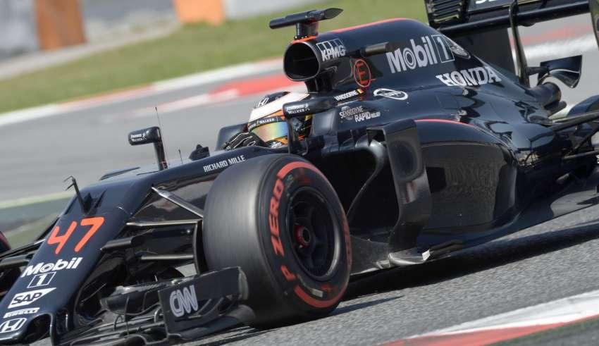 Stoffel Vandoorne McLaren Honda MP4-31 Barcelona F1 season test 18.5.2016. Foto Pirelli