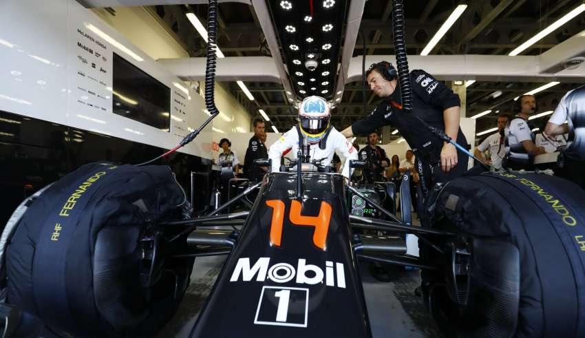 Fernando Alonso McLaren Honda MP4-31 European GP Baku F1 2016 Foto McLaren