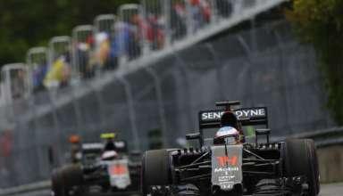 Fernando Alonso leads Jenson Button McLaren Honda MP4-31 Canada GP F1 2016 Foto McLaren