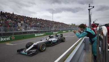 Lewis Hamilton Mercedes W07 Hybrid Canada GP F1 2016 finish line victory Foto Mercedes