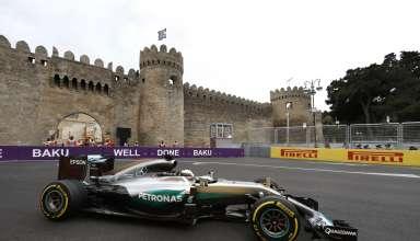 Lewis Hamilton Mercedes W07 Hybrid European GP Baku F1 2016 side shot Foto Daimler