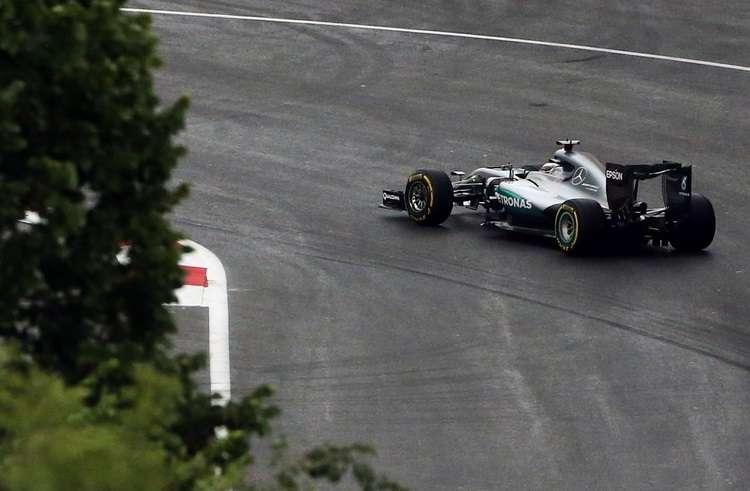 Lewis Hamilton Mercedes W07 Hybrid soft Pirelli European GP Baku F1 2016 Foto F1fanatic