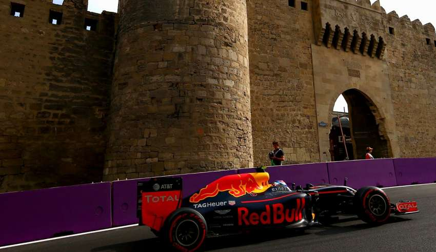 Max Verstappen Red Bull TAG Heuer RB12 European GP Baku F1 2016 Foto Red Bull