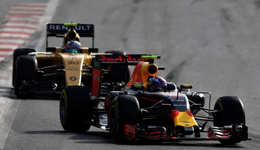 Max Verstappen and Jolyon Palmer European GP Baku F11 2016 Foto Red Bull