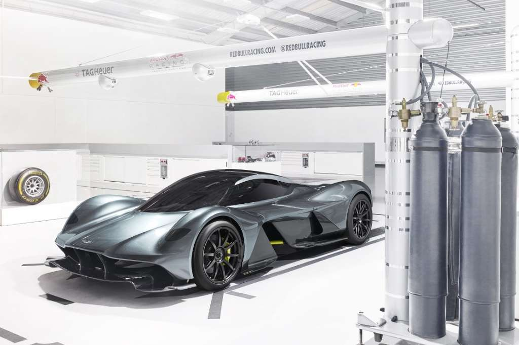 Aston Martin Red Bull F1 hypercar AM-RB 001 side front view Foto Autosport
