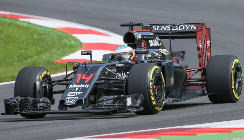Fernando Alonso McLaren Honda MP4-31 Austrian GP F1 2016 new rear wing test floviz Foto F1fanatic