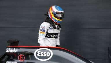 Fernando Alonso McLaren Honda MP4-31 British GP SIlverstone F1 2016 out of the car Foto McLaren