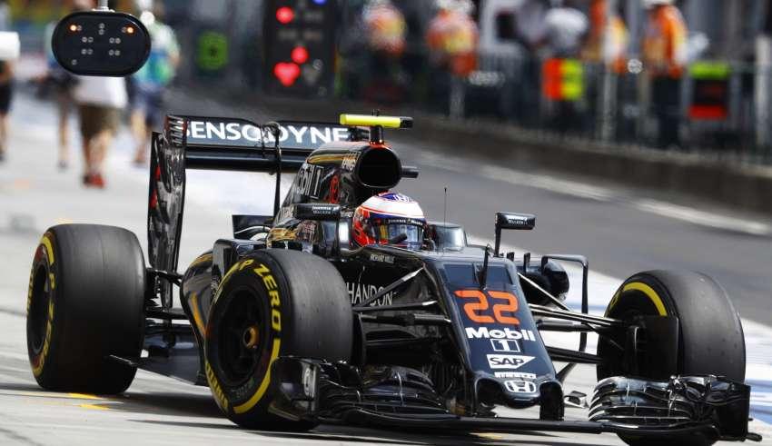 Jenson Button McLaren Honda MP4-31 Hungarian GP F1 2016 Foto McLaren