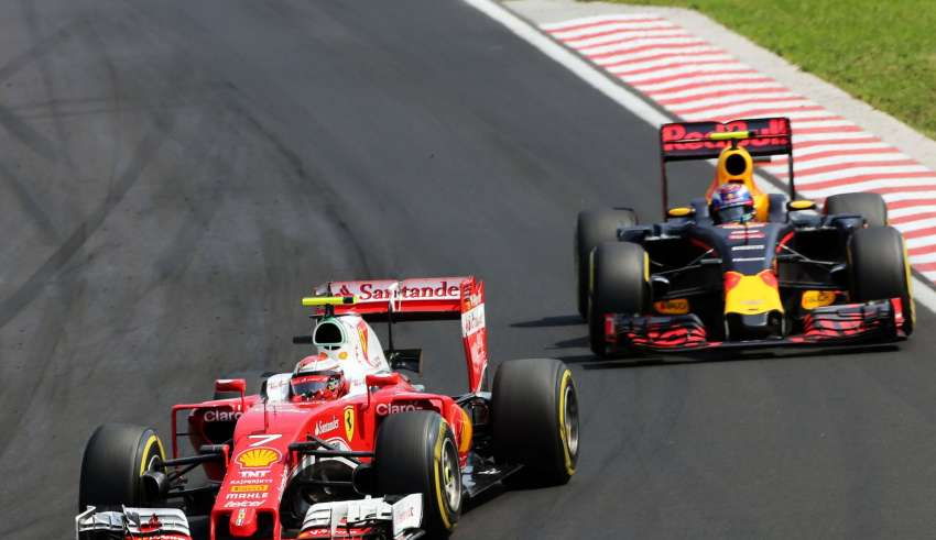 Kimi Raikkonen and Max Verstappen Hungarian GP F1 2016 main straight Foto F1fanatic