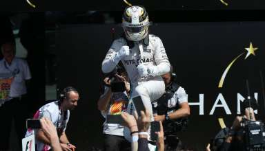 Lewis Hamilton Mercedes F1 W07 Hybrid celebrates his 47th career victory in parc ferme Great Britain GP Silverstone F1 2016 Foto Daimler