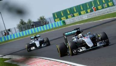 Lewis Hamilton Mercedes W07 Hybrid leads Nico Rosberg at the Hungarian GP F1 2016 Foto Daimler