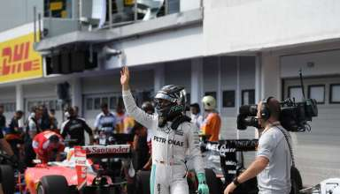Nico Rosberg Mercedes W07 Hybrid Hungarian GP F1 2016 celebrates pole position in parcferme Foto Daimler