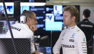 Nico Rosberg Mercedes W07 Hybrid in garage talk Austrian GP F1 2016 Foto Daimler
