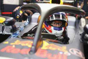 Pierre Gasly Red Bull RB12 TAG Heuer Silverstone test halo2 concept close F1 2016 Foto Red Bull