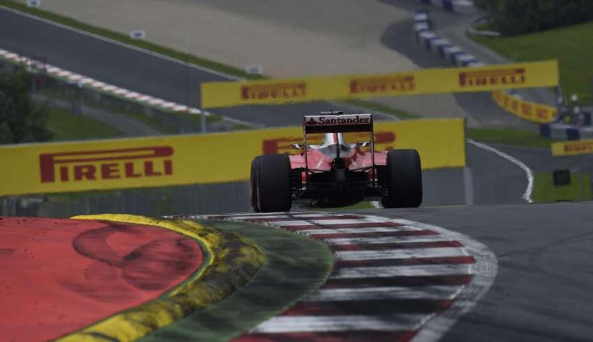 Sebastian Vettel Ferrari SF16-H Austria GP F1 2016 first corner exit foto Pirelli