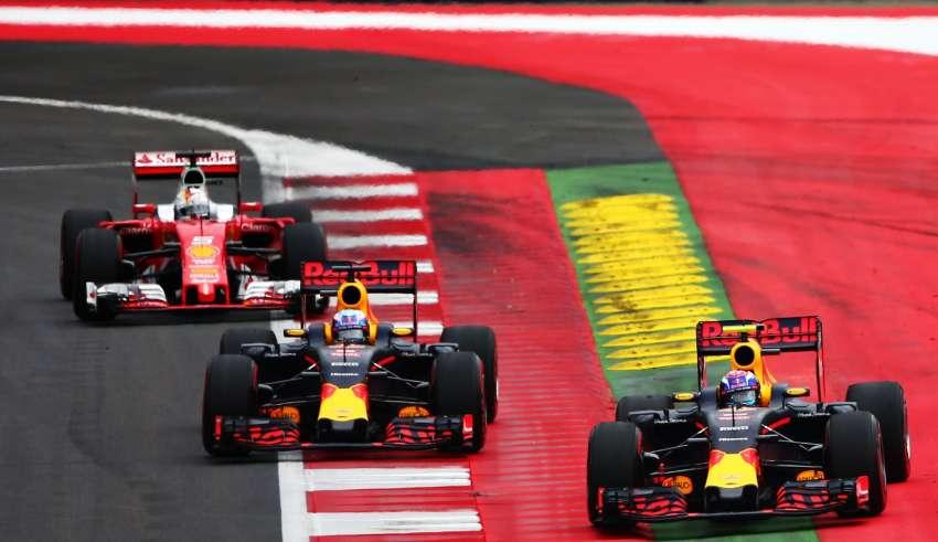 Sebastian Vettel battles with Red Bulls Ricciardo and Verstappen Austrian GP F1 2016 Foto Red Bull