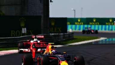 Verstappen leads Vettel Hungarian GP F1 2016 Foto Red Bull