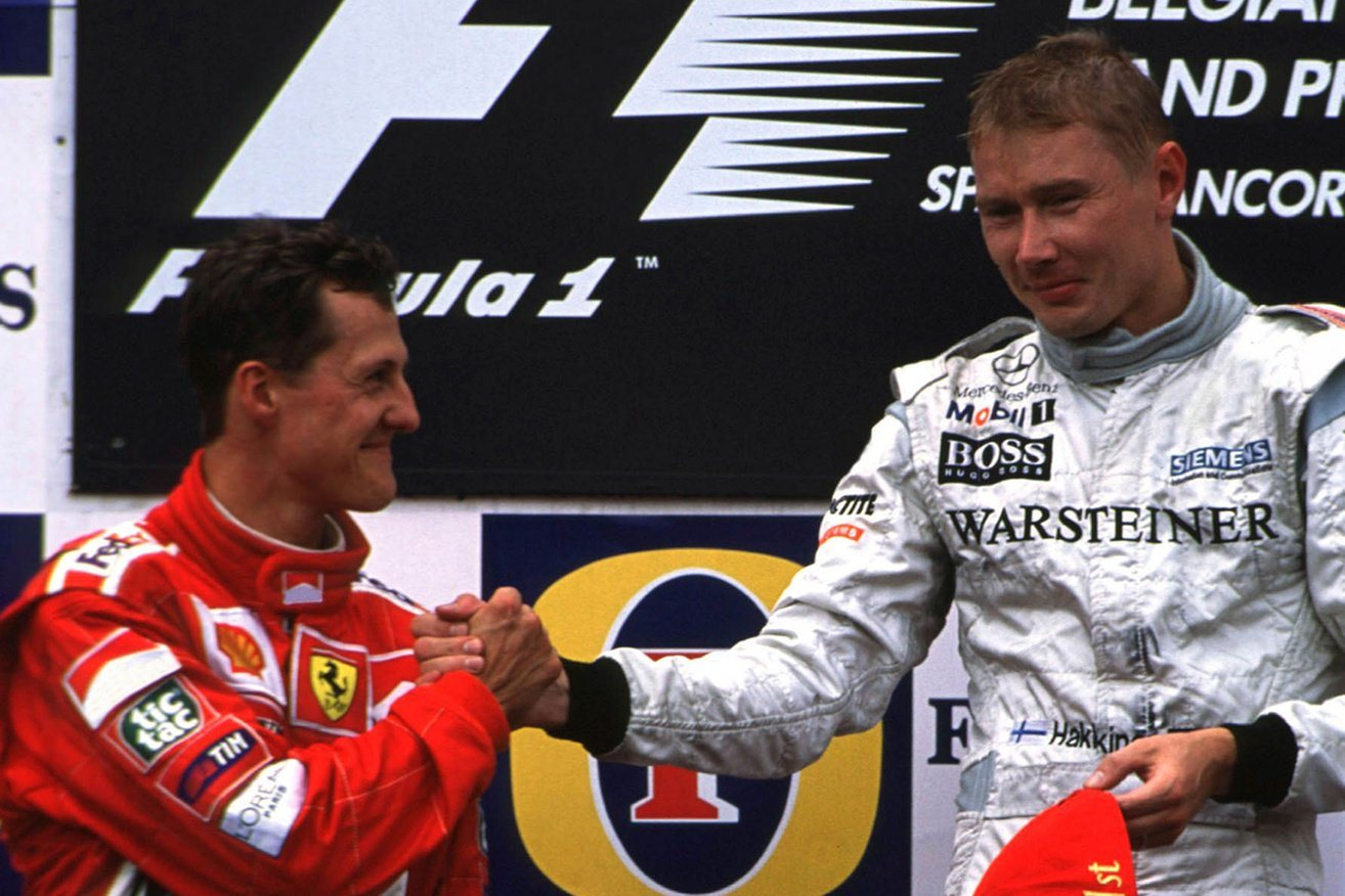 2000-Belgian-Grand-Prix-Mika-and-Schumacher-on-Podium Foto McLaren