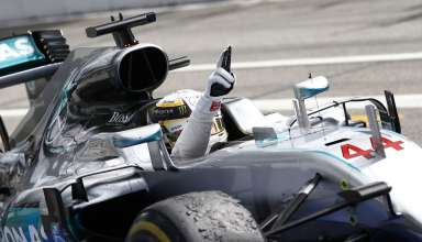Lewis Hamilton Mercedes W07 Hybrid German GP F1 2016 crosses the finish line Foto Daimler