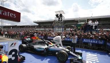 Lewis Hamilton Mercedes W07 Hybrid German GP F1 2016 parc ferme celebration on car victory no 49 Foto Daimler