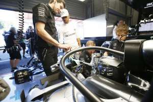 Nico Rosberg Mercedes W07 Hybrid Belgian GP F1 2016 halo concept from behind in garage Foto Daimler