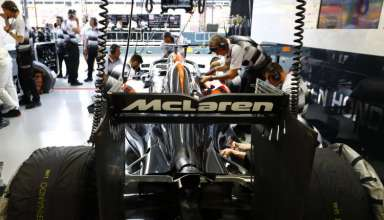 mclaren-honda-mp4-31-singapore-gp-f1-2016-garage-rear-shot-foto-mclaren