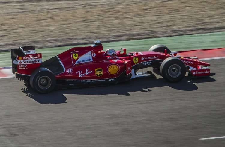 Sebastian-Vettel-Ferrari-SF15-T-Barcelona-2017-Pirelli-tyre-test-F1-2016-Foto-Ferrari