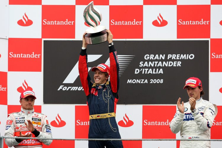 Sebastian-Vettel-Italy-Monza-F1-2008-podium-with-Kovalainen-and-Kubica-Foto-F1fanatic.jpg