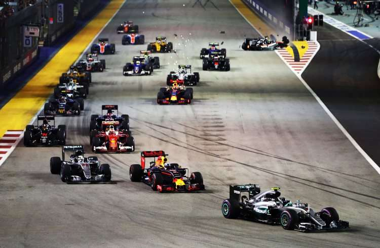 start-of-the-singapore-gp-f1-2016-foto-red-bull