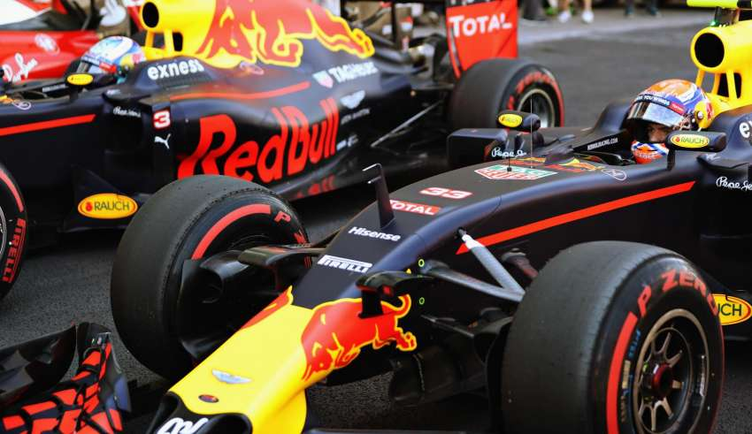daniel-ricciardo-and-max-verstappen-red-bull-rb12-tag-heuer-supersoft-parc-ferme-after-qualy-mexico-gp-f1-2016-foto-red-bull