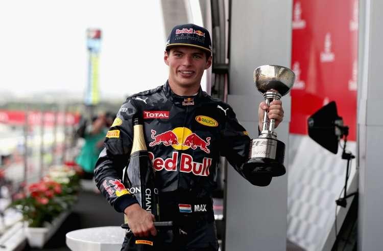 max-verstappen-red-bull-racing-rb12-tag-heuer-japanese-gp-suzuka-f1-2016-foto-red-bull